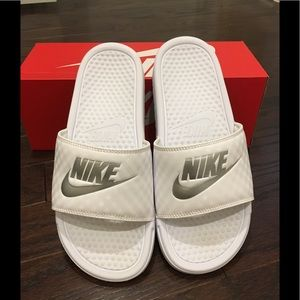 🌟JUST LISTED‼️☀️HELLO SUMMER 🏖NIKE